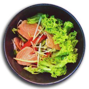 Salat S Forelju I Chesnochno Imbirnoj Zapravkoj Kioto Festival Sushi Belaja Cerkov 1
